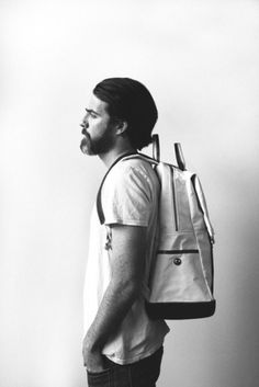 1_tumblrlg674ivmps1qau50i.jpg (468×700) #fashion #backpack #photography