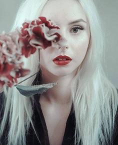 📸Photographer: Marcin Kwiecien @aprilus_martin 🎀Model: Paulina Romanek @sostysiacawysp 📍Follow: @portraitistnet 📌Tag: #portraitistnet (at Siemianowice, Katowice, Poland)