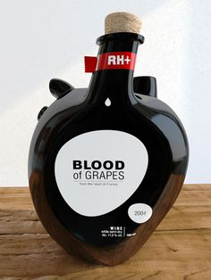 Une bouteille de vin qui a du coeur #heart #blood #red #bottle #black #wine #grapes