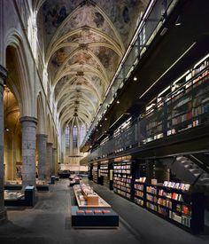 Книжный магазин в старой Доминиканской церкви 13 века #church #library