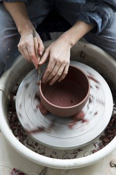 i want to make bowls Helen Levi (by Nicole Franzen Photography) #ceramics #clay #levi #photography #bowls #franzen #helen #nicole