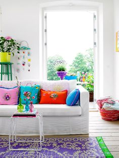 colorful pillows #interior #design #decor #deco #decoration