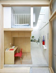 L-shaped House Composed of Wooden Boxes / B.L.U.E. Architecture