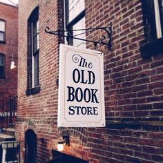 Tumblr #logo #book #store #signboard