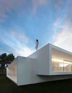 Minimalist Coastal House Inspired by the Old Architecture of Spanish Houses 2