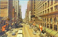 POSTCARD   CHICAGO   STATE STREET   AERIAL   FLAGS OF DIFFERENT COUNTRIES   CARS   BUSES   SIGNS   LATE 1950s