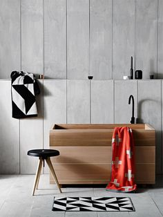 The Design Chaser: Interior Styling | Black Accents in the Bathroom