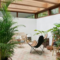 Japanese-Nordic sunroom. Home of Barbara Hvidt and Jan Gleie. © Birgitta Wolfgang. #sunroom