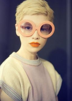 Buamai - Youworkforthem / Pinterest #fashion #portrait #sunglasses #pastel
