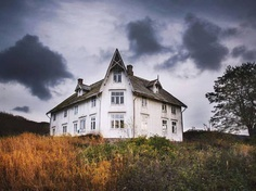 Britt Marie Bye Captures Abandoned Houses In The Arctic