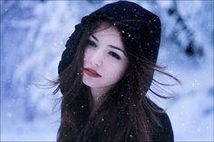 Dimitre-Caceaune1.jpeg 600×401 pixels #lipstic #white #woman #red #snow