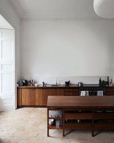 High ceiling kitchen. Norfolk House by Carmody Groarke. © Johan Dehlin. #kitchen #highceiling
