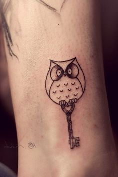 Ewe Jin Tee / Pinterest #owl #shading #tattoo #key #cool