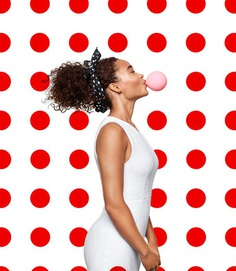 C-000635-02-047_BUBBLE_BLOWING_WOMAN_024_SIMP_109860_RT1_v4_QC.jpg