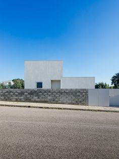 House in Preguiçosas by João Branco + Paula del Río. Photo by do mal o menos. #joaobrancopluspauladelrio #domalomenos #architecture