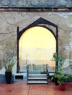 Modern Restoration – Interior with a History in the Gothic / Barcelona
