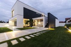 Black&White Volumes Defining Modern C House in Timisoara, Romania #design #architecture #residence #modern