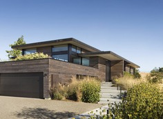 The Meadow Home: Cedar-Clad Residence on a Hilly California Meadow