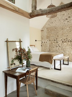 The annex has a farmhouse vibe. To create this suite, Feilders had the attic floor removed to expose the beams and cathedral ceiling.