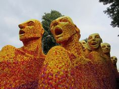 Sculpture from flowers with name Publiek #sculpture #of #art #flowers #parade