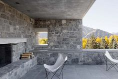 Sun Valley House with Exposed Granite and Tough Geometry Form 4