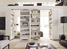 minimalistisch. #interior #white #hidden #books #home #light #bookshelf