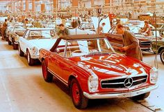 timewastingmachine:1963 Mercedes Benz 230 SL Pagoda (W113) assembly line #mercedes #pagode