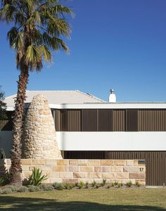 Martello Tower Home / Luigi Rosselli Architecture