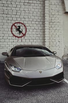 BETWEEN THE WHITE LINES #lamborghini