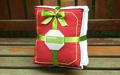 Almofada #green #red #color #design #book #dream #sleep #gift #pillow #megalodesign #brasil #ribbon #sao #megalo #brazil #dreams #paulo