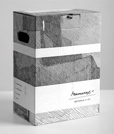 Manaresi Winery | Lovely Package #packaging #design #graphic #wine #label #italy