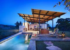 "Story Pole House: ""sunrise to sunset"" living room"