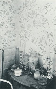 Cecil Beaton's house. He would ask guests to stencil their hand and sign it. #wallpaper #hands