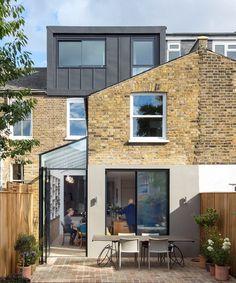 Gallery Brick House / Neil Dusheiko Architects