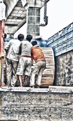 www.infectedgallery.com #loading #hard #labour #worker #work