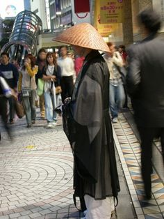 tokyo's subway monk, a photo from Tokyo, Kanto | TrekEarth #trekearth #photo #subway #monk #tokyos #tokyo #kanto