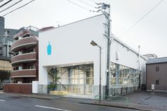 Blue Bottle Coffee Kiyosumi-Shirakawa by Schemata Architects