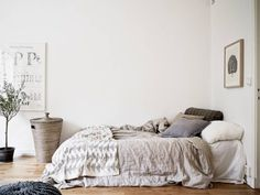 Grey bed cloth #interior #bedding #bedroom #grey