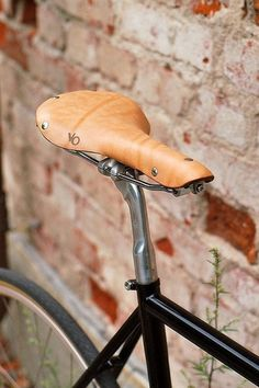 tumblr_lbjf1gBsVz1qau50i.jpg (333×500) #wood #seat #bicycle