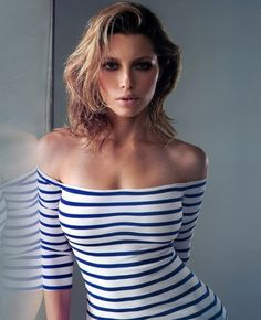 Baubauhaus - Hermosa mujer en camisa de rayas #sexy #woman #girl #stripes #beautiful