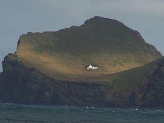 3511673547_7734acce52_b.jpg 800×601 pixels #ocean #house #iceland