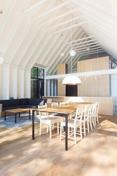 YH2 Designed a Charming Family Cottage on the Shores of a Lake 12