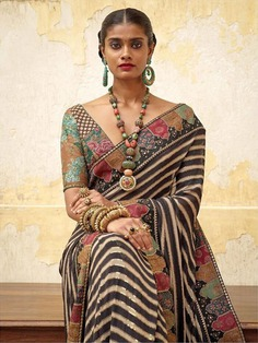 Saree with gold jewelry