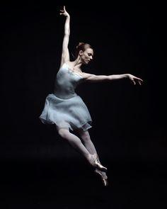 Ira Yakovleva Shows Haunting Beauty of Ballet Through Ballerina's Eyes
