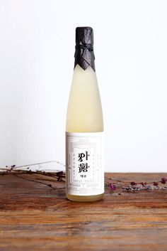 South Korean rice wine packaging - Ahwang-ju #korea #rice #packaging #design #label #south #wine