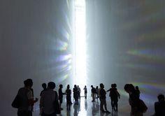tokujin yoshioka at museum of contemporary art, tokyo #light #prism #people