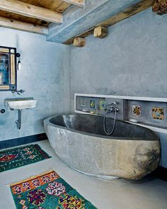 Cement bathtub in modern chalet #bathtub #cement #modern
