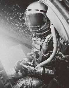 tumblr_lz3ssgnDqE1r9chlco1_1280.jpg (797×1024) #60s #spaceman #vintage #space