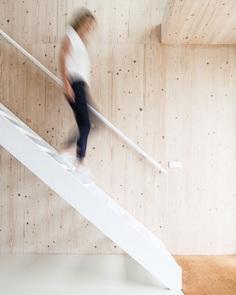 White staircase. Kea Boumanstraat by Meesvisser. © Sonja Velda Fotografie. #staircase
