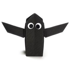 How to make an origami ghost for Halloween (http://www.origami-make.org/howto-origami-halloween.php)